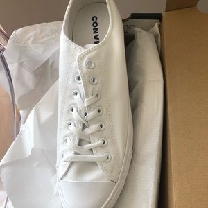 *NEVER WORN* Converse White Low Top Sneakers